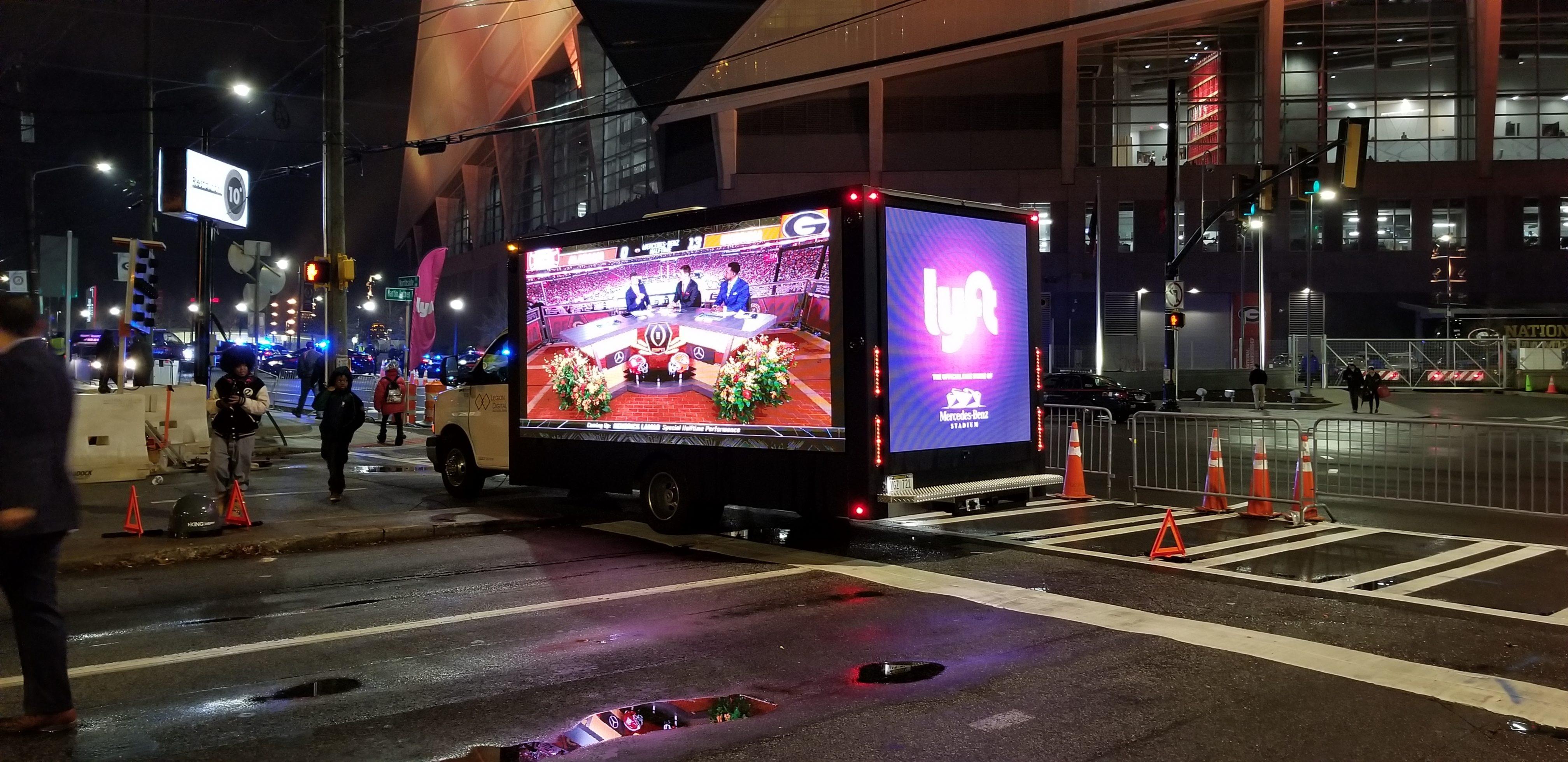 2017 Gmc Savana P6 Led Billboard Truck